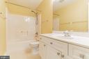 Upper level full bath - 135 BRUSH EVERARD CT, STAFFORD