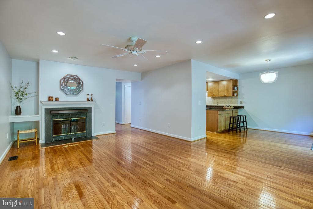 Living Room with Gas Fireplace - 2211 CEDAR COVE CT, RESTON