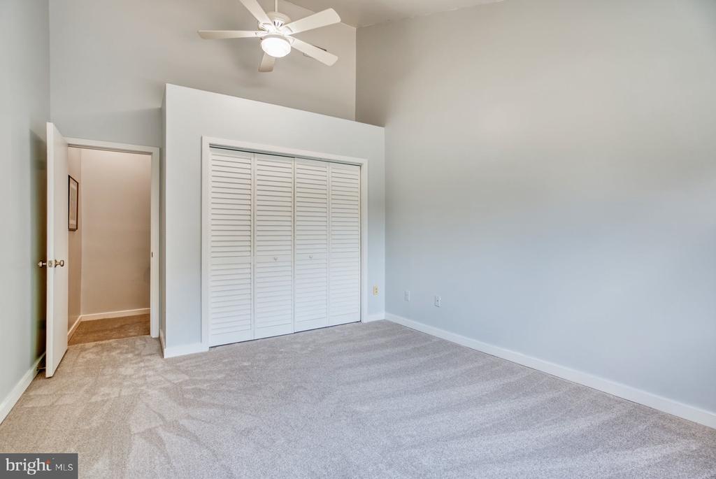 Bedroom #3 has vaulted ceiling & closet organizers - 2211 CEDAR COVE CT, RESTON