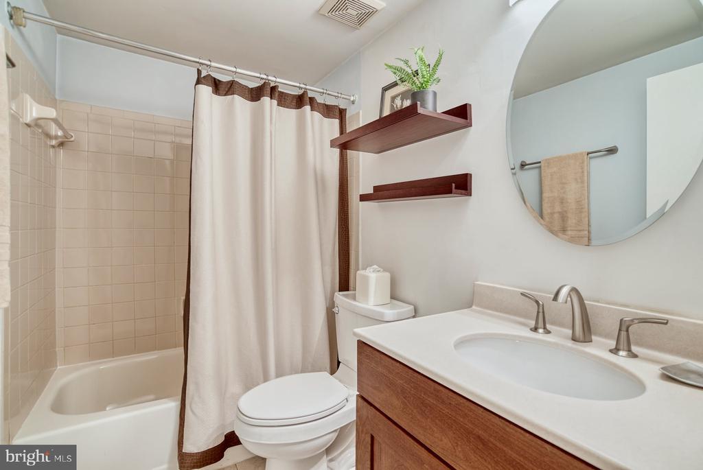 Lower Level full bathroom is updated - 2211 CEDAR COVE CT, RESTON