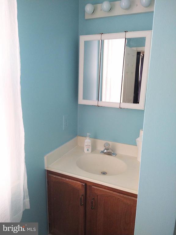 Sink of Master Bathroom - 13600 BRIDGELAND LN, CLIFTON