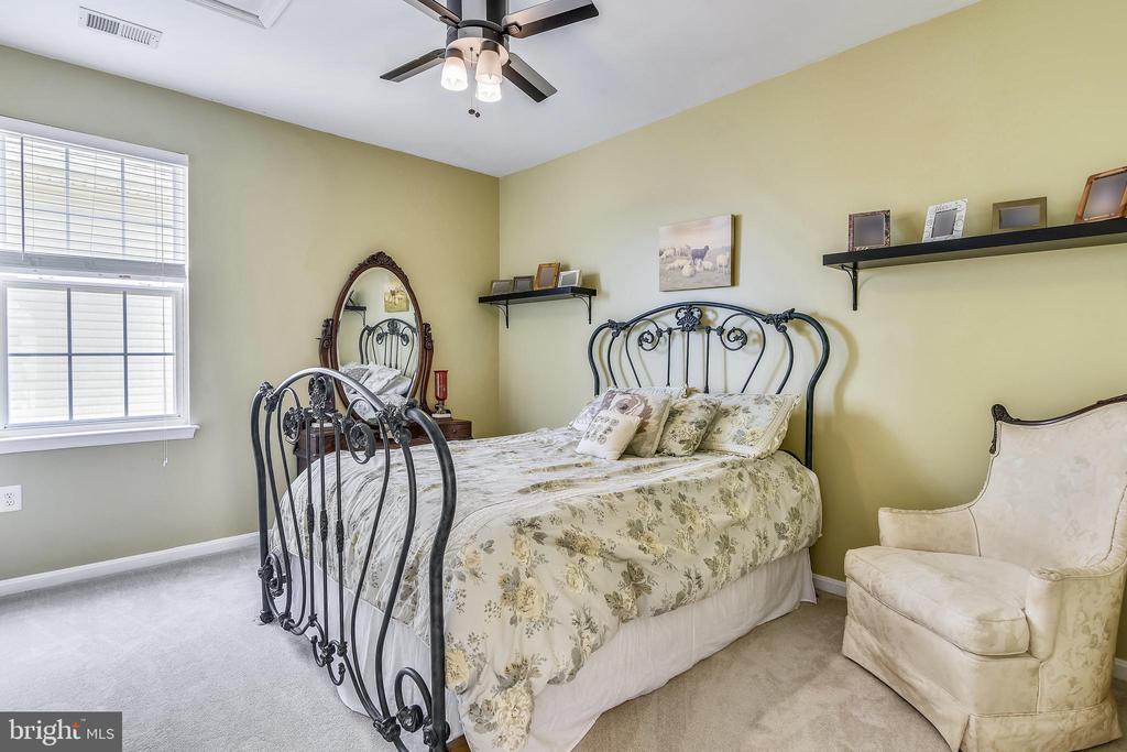 Bedroom 2 - 17451 LETHRIDGE CIR, ROUND HILL