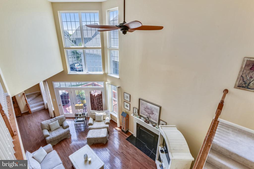 Look from upper level landing to family room - 17451 LETHRIDGE CIR, ROUND HILL