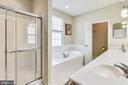 Primary bathroom - 17451 LETHRIDGE CIR, ROUND HILL