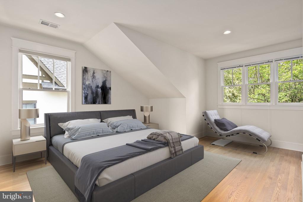 Third bedroom on upper level - 1611 N BRYAN ST, ARLINGTON