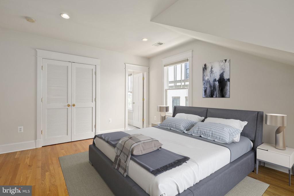 Third bedroom with en suite bathroom - 1611 N BRYAN ST, ARLINGTON