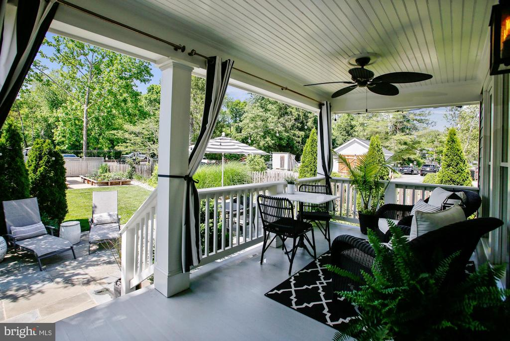 covered back porch - 12704 CHAPEL RD, CLIFTON