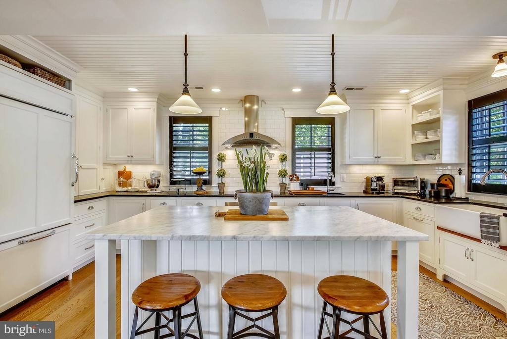 island in kitchen - 12704 CHAPEL RD, CLIFTON
