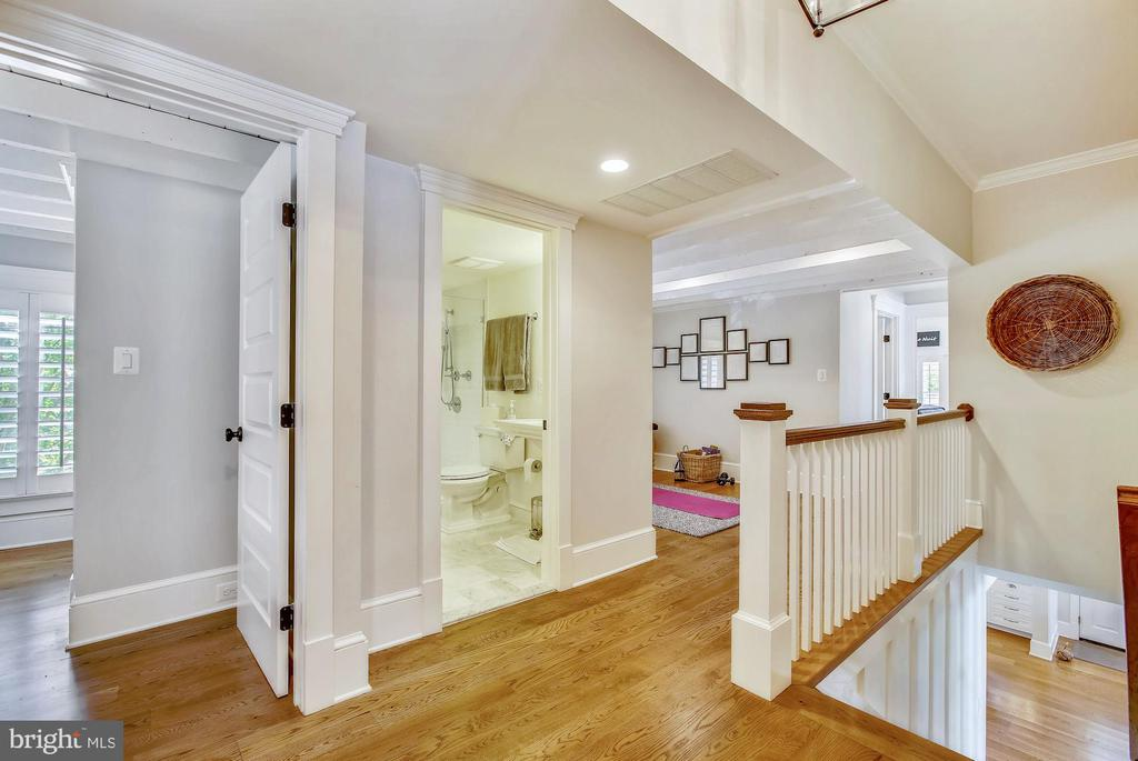 second level hall - 12704 CHAPEL RD, CLIFTON