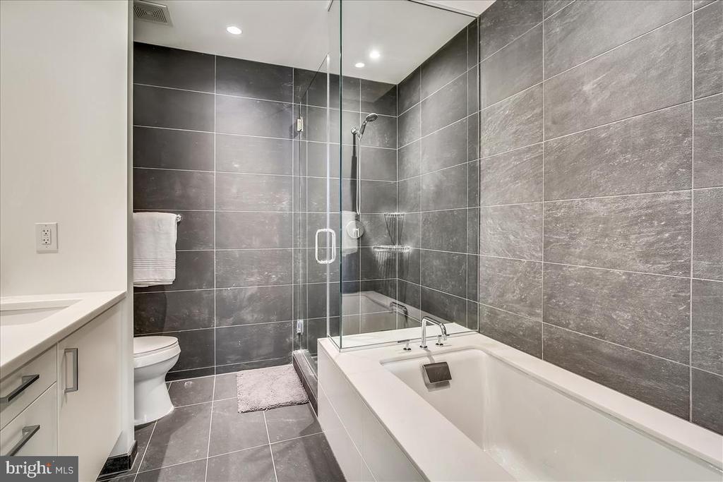 Primary bathroom - 1177 22ND ST NW #4M, WASHINGTON