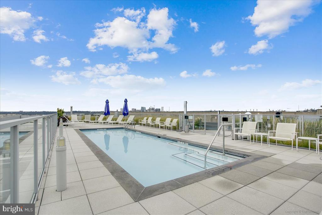 Rooftop pool - 1177 22ND ST NW #4M, WASHINGTON