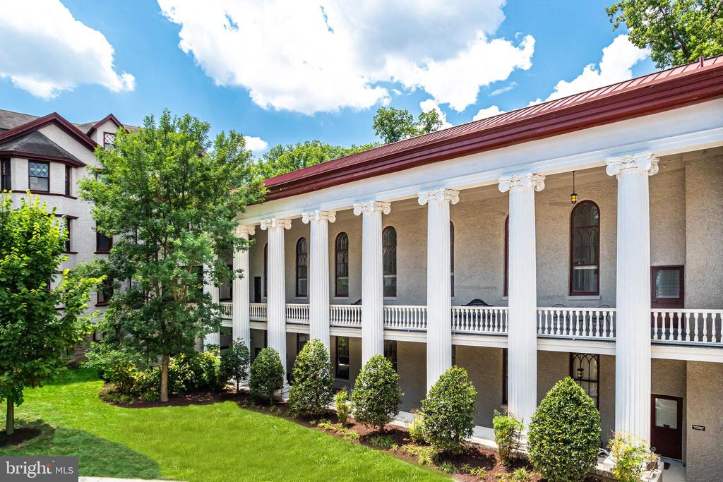 Welcome Home! The entire top floor is yours! - 2829 SACKS ST #MH201, SILVER SPRING