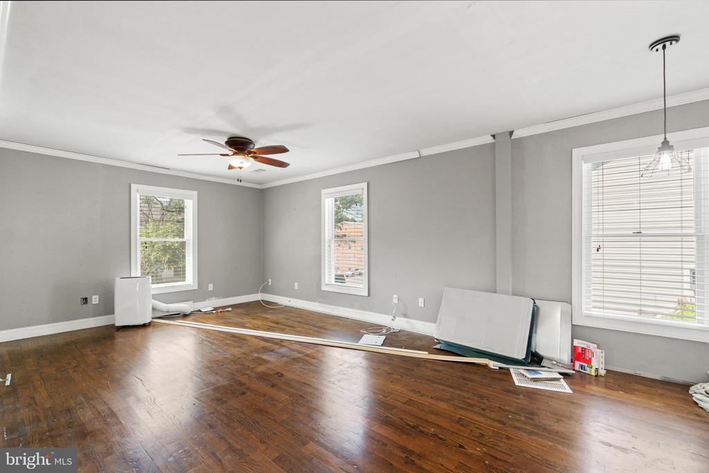 Upper-level family room - 9204 DOUGLAS ST, MANASSAS