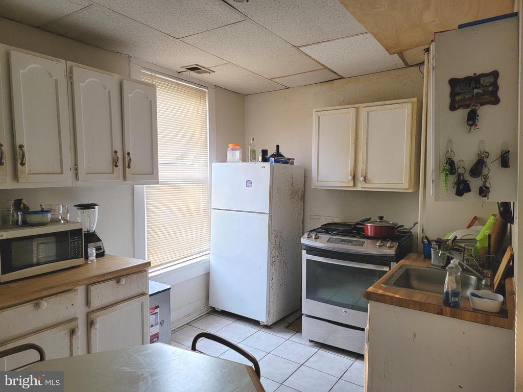 Main level kitchen - 9204 DOUGLAS ST, MANASSAS