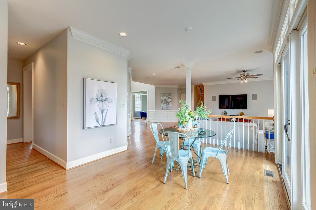 kitchen eat in w/ access to living and dining - 22606 HILLSIDE CIR, LEESBURG