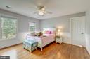 oversized bedroom 2 w/walk in closet and lg bath - 22606 HILLSIDE CIR, LEESBURG
