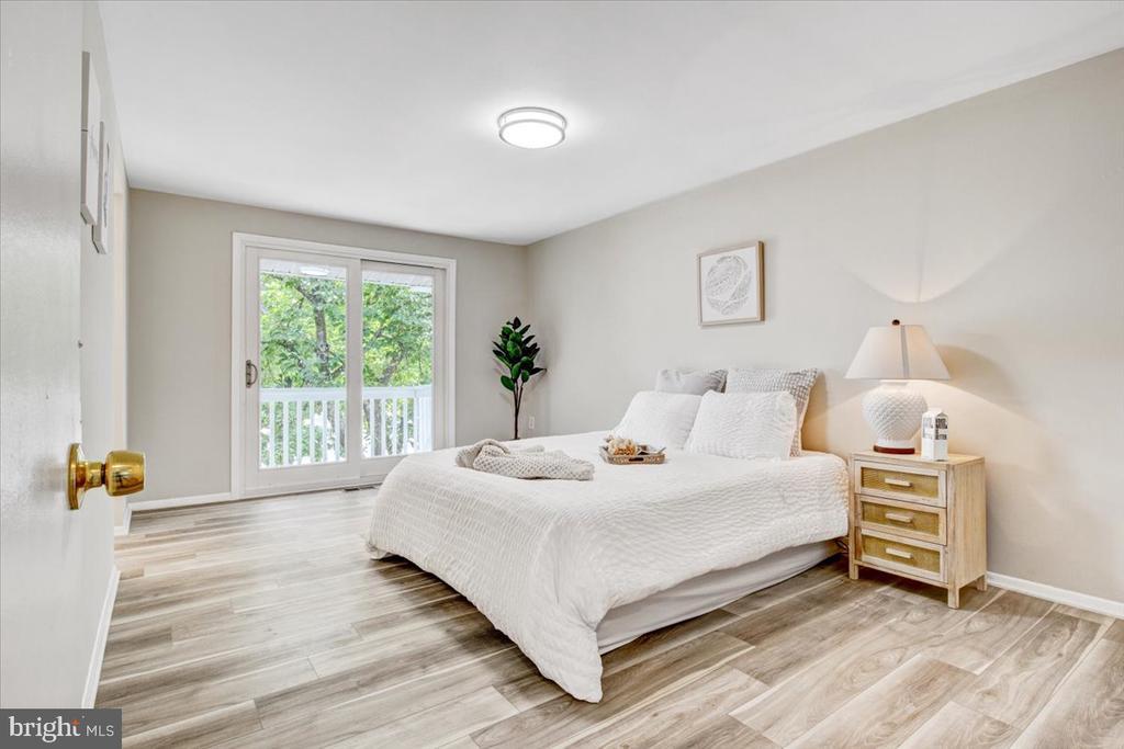 Master bed - 51 CAROLINA CT, STERLING