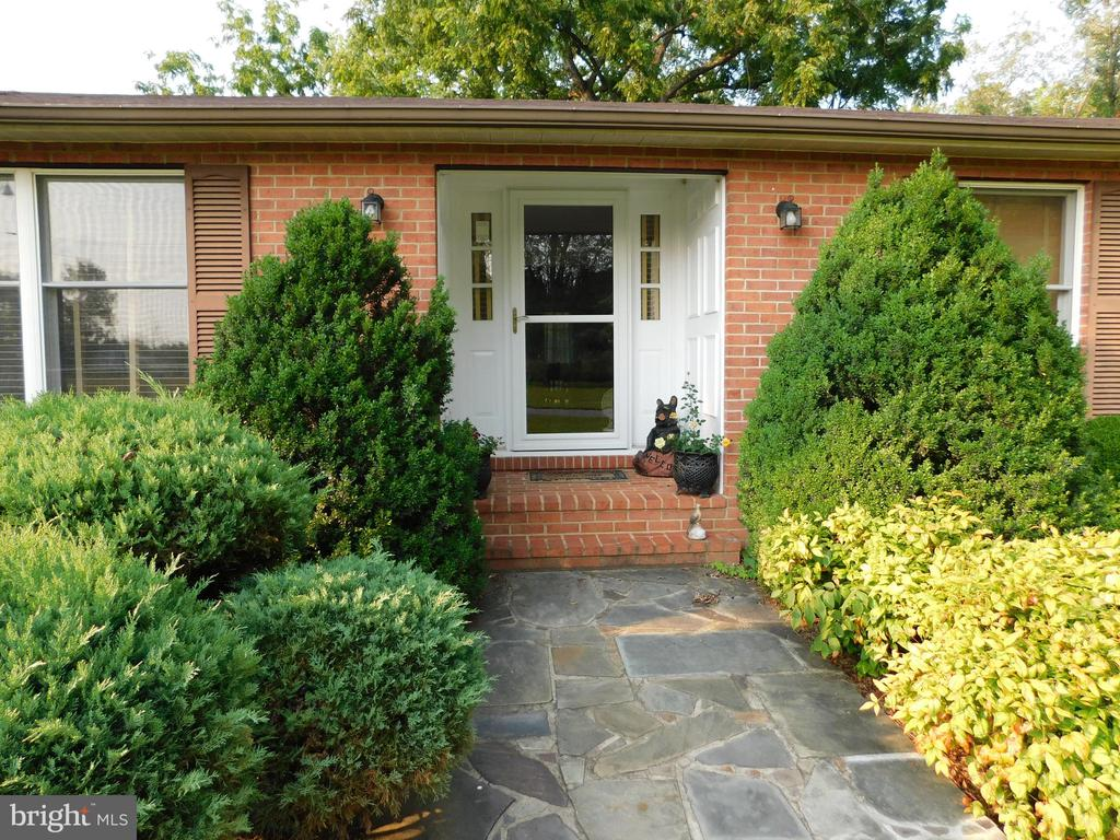 Lovely slate walkway and recessed entry. - 239 KIMBLE RD, BERRYVILLE