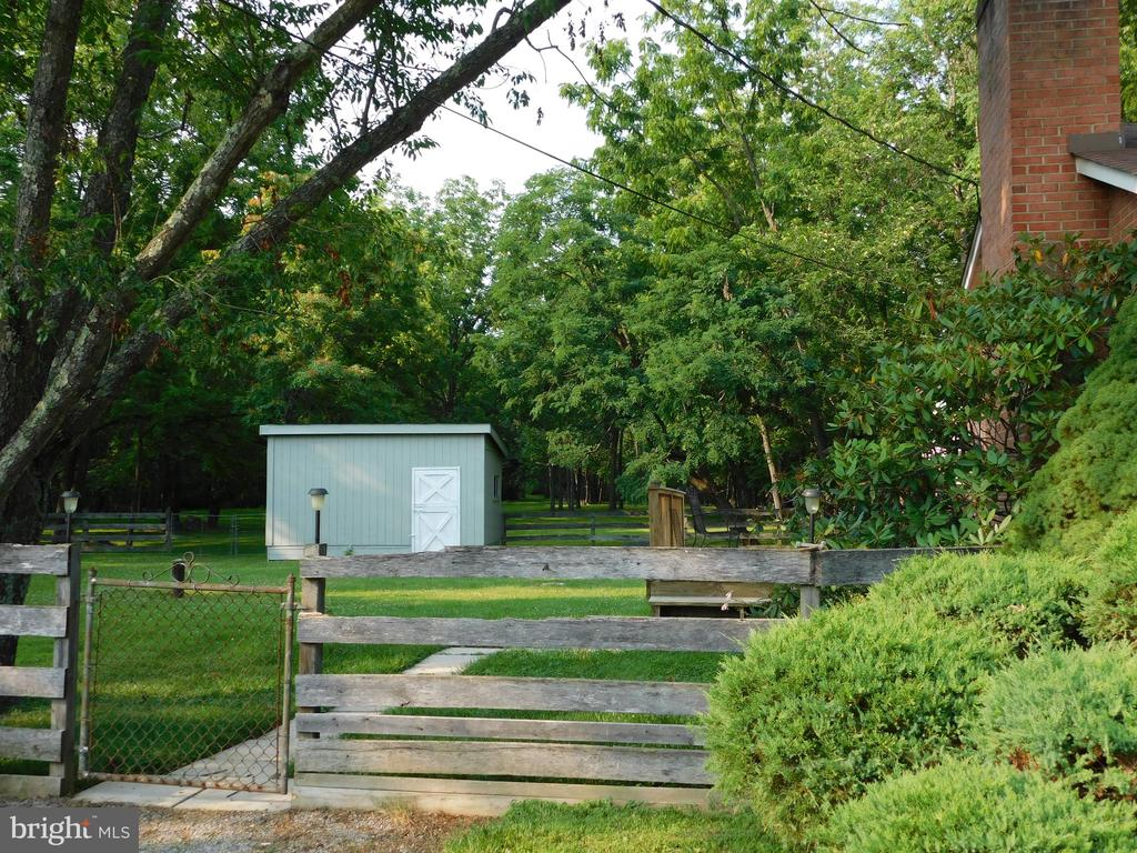 Outbuilding surrounded by 4 board fence - 239 KIMBLE RD, BERRYVILLE