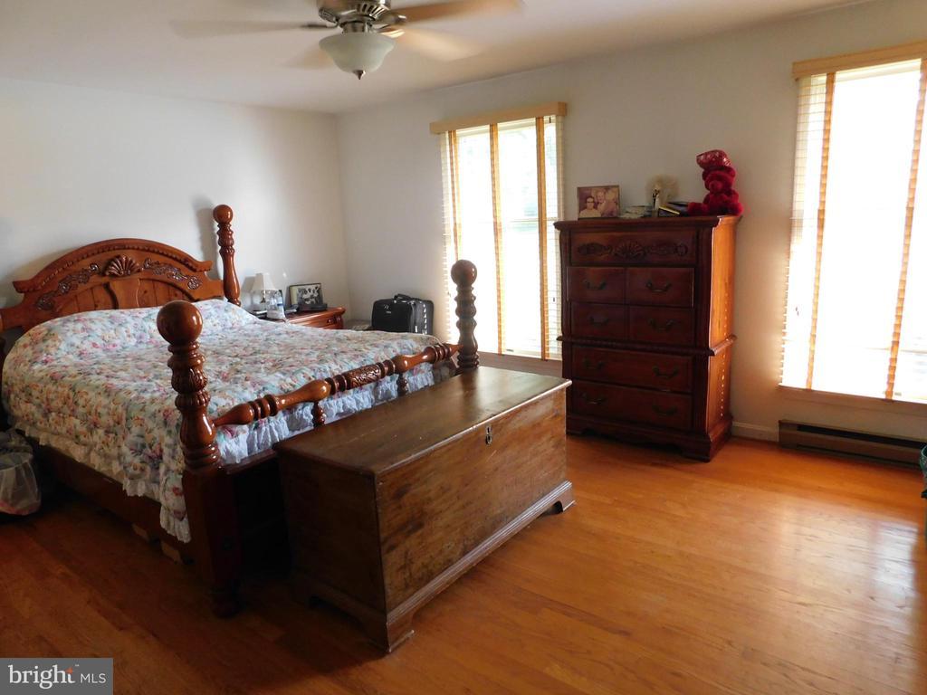 Master Bedroom - 239 KIMBLE RD, BERRYVILLE