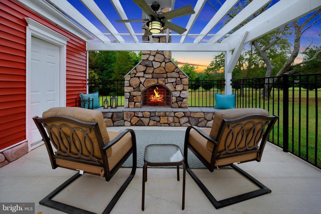 Cozy Outdoor Fireplace - 13701 AVALON RIVER DR, FREDERICKSBURG