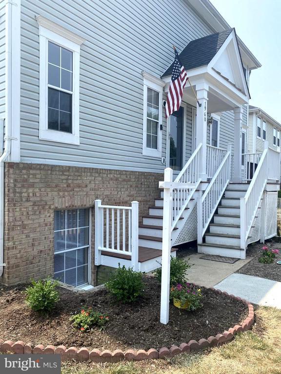 Beautiful, Newly Remodeled Corner Unit Townhome! - 7960 CALVARY CT #138, MANASSAS