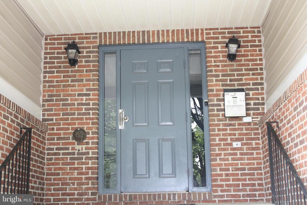 Front door always remains locked for your security - 12236 LADYMEADE CT #5-201, WOODBRIDGE