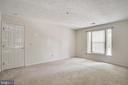 Large window provides sunlight in primary bedroom - 12236 LADYMEADE CT #5-201, WOODBRIDGE