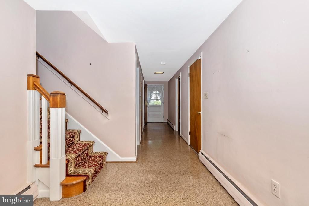 Foyer opens to the back patio - 703 WYNGATE DR, FREDERICK