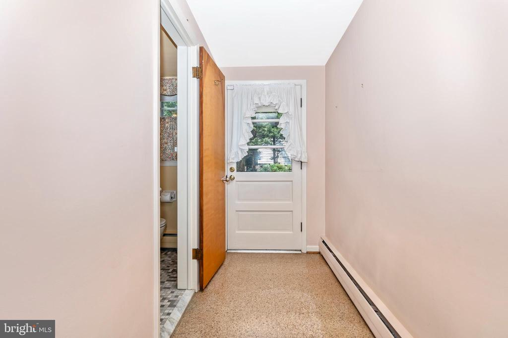 Full bath and patio entrance - 703 WYNGATE DR, FREDERICK