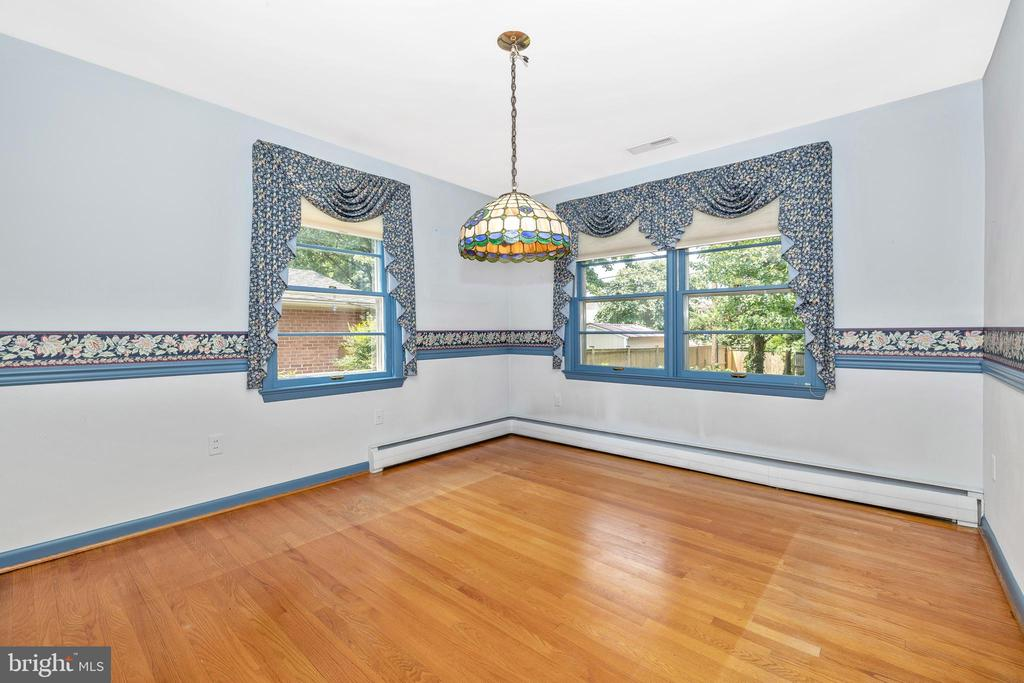 Dining room overlooks the patio and water feature - 703 WYNGATE DR, FREDERICK
