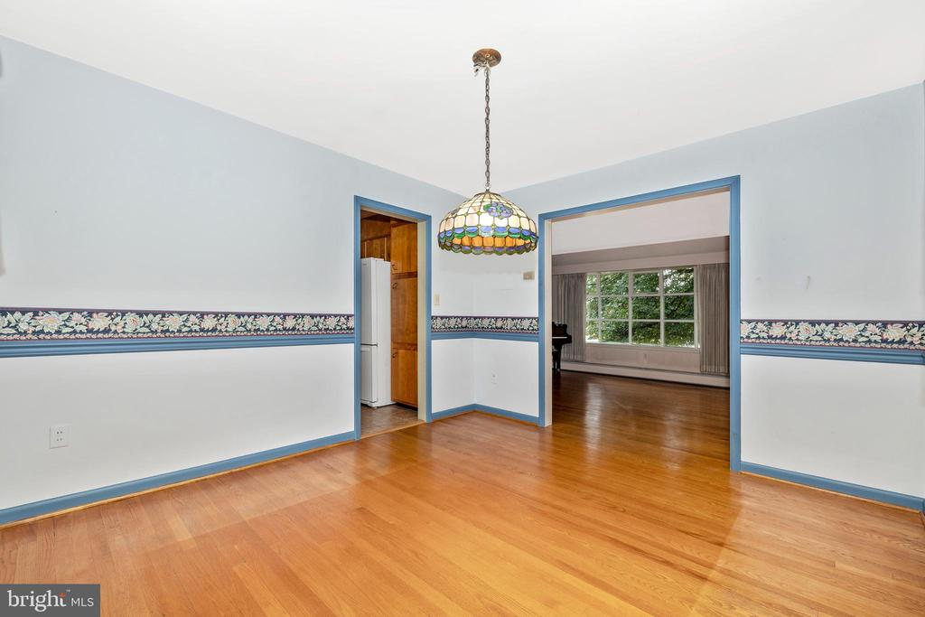 Dining room opens to the living room - 703 WYNGATE DR, FREDERICK