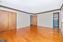 Owner's bedroom with half bath - 703 WYNGATE DR, FREDERICK
