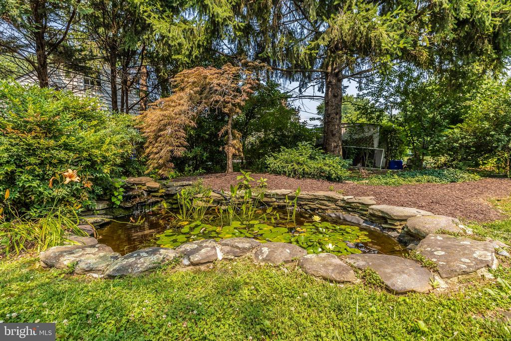 Water feature near the patio - 703 WYNGATE DR, FREDERICK