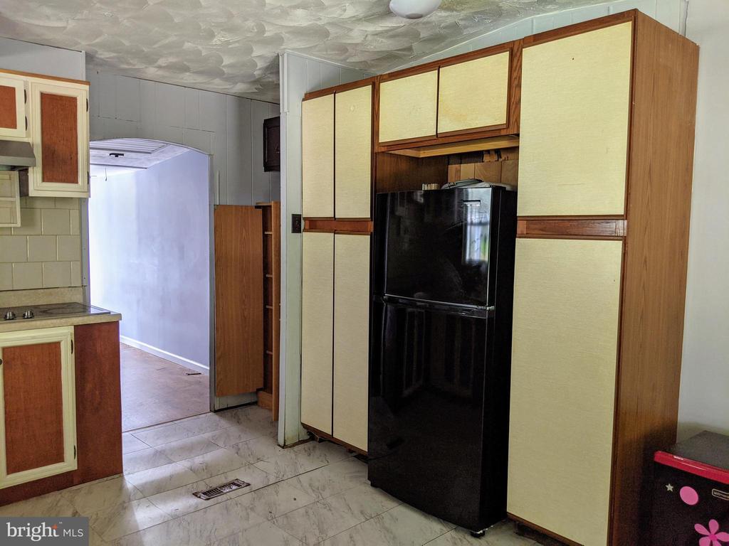 Abundant cabinet & storage space - 11311 PINE HILL RD, KING GEORGE