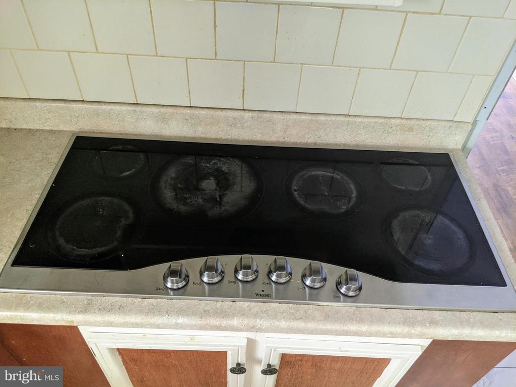 6 burner cook top - 11311 PINE HILL RD, KING GEORGE