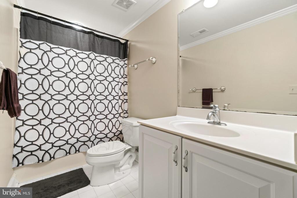 Dedicated Bathroom to Basement bedroom - 55 AZTEC DR, STAFFORD