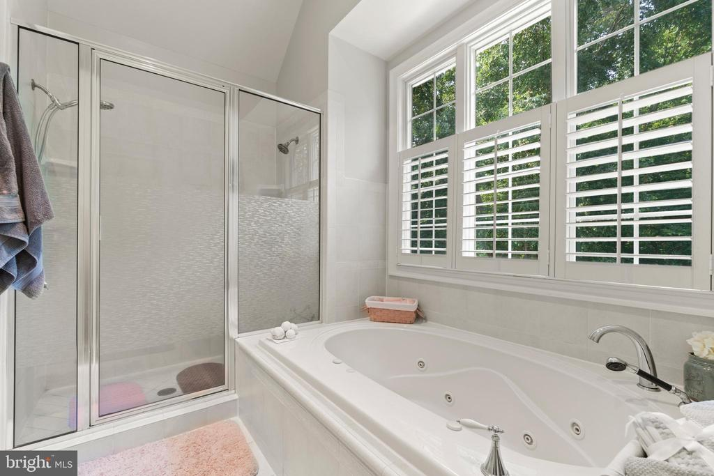 Jetted Tub and Dual Shower Heads - 55 AZTEC DR, STAFFORD