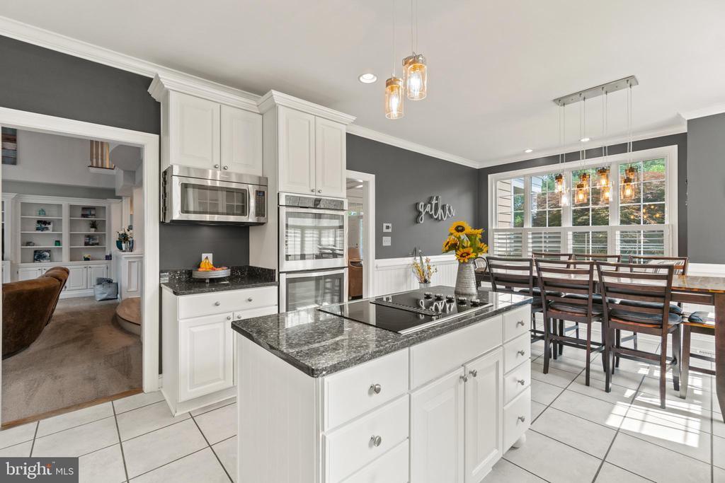 Gourmet Kitchen - 55 AZTEC DR, STAFFORD