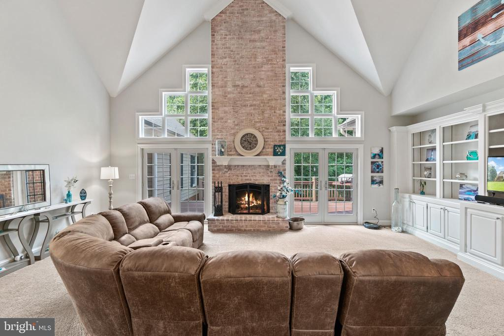 Floor to ceiling Brick Fire Place - 55 AZTEC DR, STAFFORD