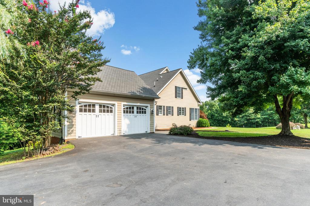 Sideload Garage and Driveway up to the home - 55 AZTEC DR, STAFFORD