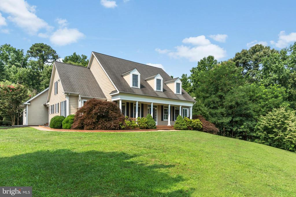 Large Front yard - 55 AZTEC DR, STAFFORD