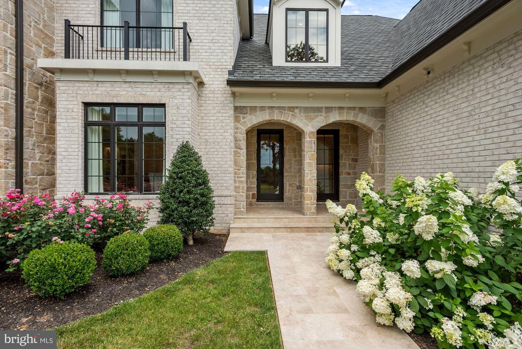 Charming Travertine Walk and Covered Porch - 22436 MADISON HILL PL, LEESBURG
