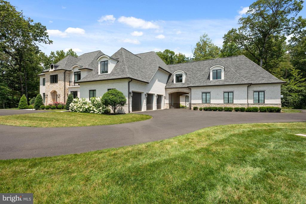 6 Car Garage Spaces and Porte Chochere - 22436 MADISON HILL PL, LEESBURG