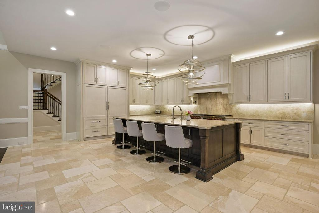12' Island & Breakfast Bar with Quartzite Counters - 22436 MADISON HILL PL, LEESBURG