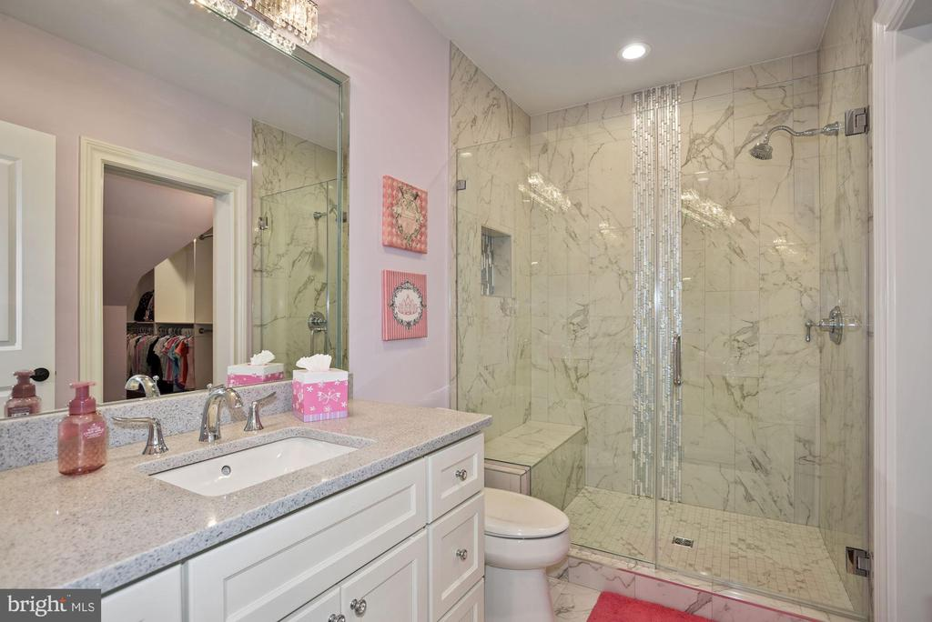 Princess Suite Private Bathroom - 22436 MADISON HILL PL, LEESBURG