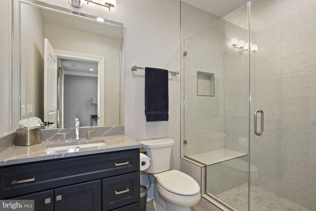Bathroom Servicing Third Bedroom - 22436 MADISON HILL PL, LEESBURG