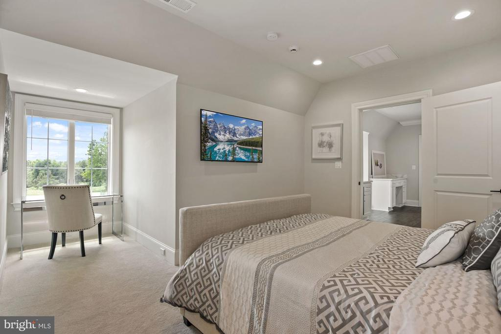 Au-Pair/In-Law Suite on the Upper Level - 22436 MADISON HILL PL, LEESBURG