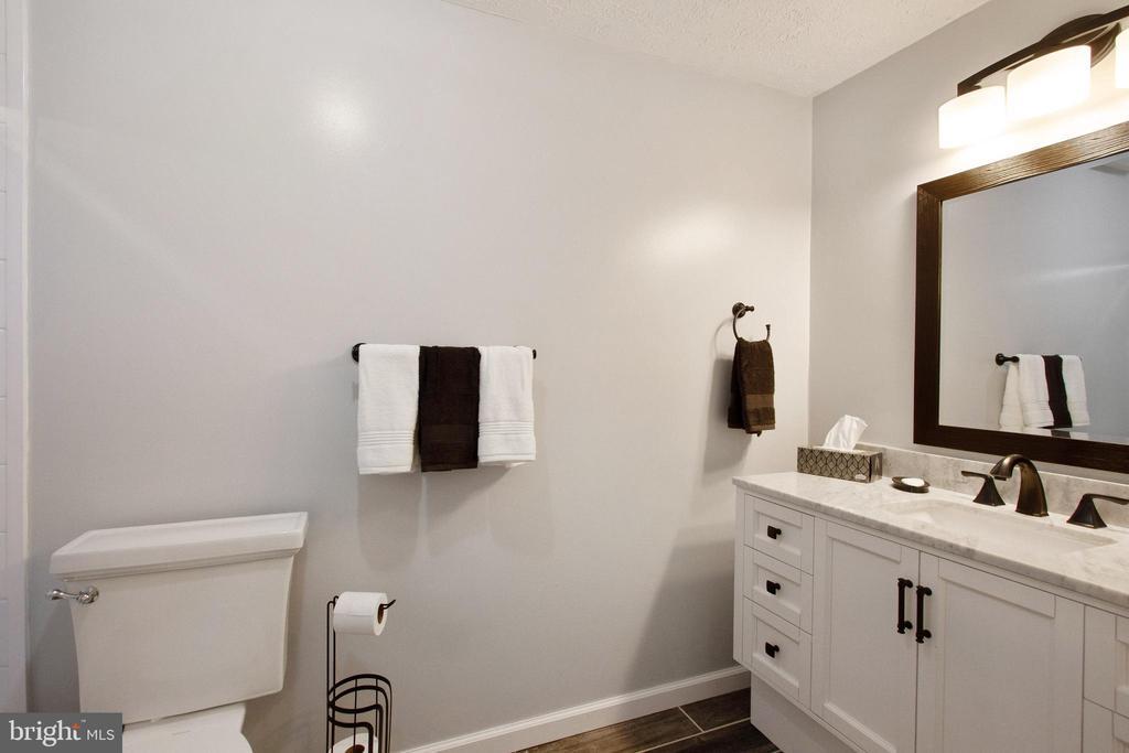 Primary Bathroom - 4821 REGIMENT CT, WOODBRIDGE