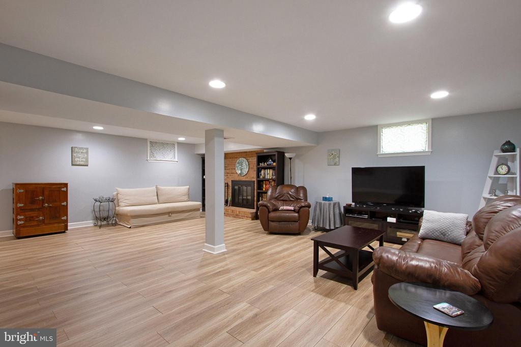 Basement Recreation Room  with Fireplace - 4821 REGIMENT CT, WOODBRIDGE